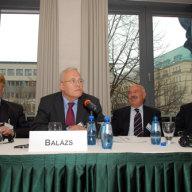 V.l.n.r: Elmar BROK MdEP, Prof. Dr. Péter BALÁZS, Prof. Dr János MARTONYI, S.E. Dr. Sándor PEISCH in der Ungarischen Botschaft Berlin