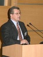 Botschafter S.E. Hans Peter Schiff lädt zum Empfang.