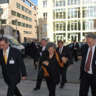Ministerpräsident Platzeck, Botschafter Peisch, Außenministerin Göncz, Elmar Brok MdEP und Mathias Jopp auf dem Weg zum Deutsch-Ungarischen Forum.