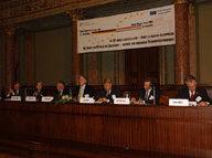Das Panel diskustiert Lehren und Wege aus der Verfassungskrise (v.l.n.r.) Fazakas, Bolesch, Kovács, Jopp, Brok, Gottfried, Cuntz