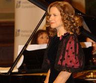 Edit Lehr, begleitet von Isabella Simon, singt Lieder von Liszt, Schubert und Schumann.