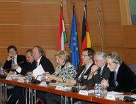 In der Arbeitsgruppe Wirtschaft diskutieren die Teilnehmer die soziale Dimension der EU.