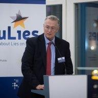 Begrüßung durch den Direktor des Instituts für Europäische Politik